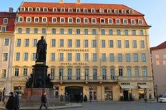 Восстановленные Barock-дома, Neumarkt, Дрезден-город повернули в люкс стоковые изображения