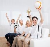 Восторженная семья празднуя выигрыш Стоковая Фотография