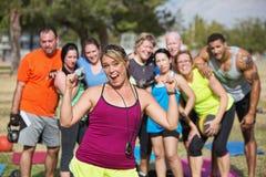Восторженный инструктор фитнеса с группой Стоковые Изображения RF
