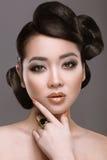 Восточная девушка с необыкновенным стилем причёсок Стоковое Изображение RF