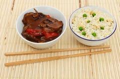 Восточная еда на бамбуковое матовом Стоковые Изображения RF