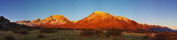 восточная Сьерра восход солнца горы Стоковые Изображения RF