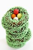 Восточная, штабелированная помадка звенит с зелеными жемчугами сахара, сахаром eggs Стоковое Фото