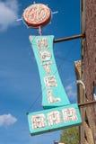 Восточное Ely, Невада, США Знак гостиницы 11-ое мая 2015 старый неоновый Стоковое фото RF