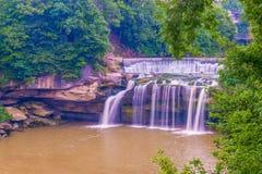 Восточные падения черного реки в парке каскада Eliria Огайо r стоковые фото