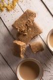 восточные помадки Азиатские наслаждения - казах jent на белом деревянном столе Чай с молоком Стоковое фото RF