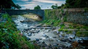 Восточные река и мост Lyn на Lynmouth Стоковое фото RF