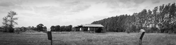 Восточный - немец разрушал структуру в открытом поле Стоковое Изображение RF
