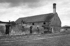 Восточный - сельский дом разрушанный немцем Стоковое Изображение