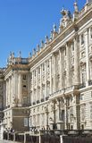Восточный фасад королевского дворца Мадрида, Испании Стоковые Фотографии RF