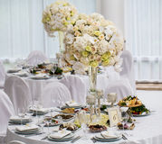 Восхитительно украшенная wedding сервировка стола стоковые фото