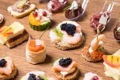 Восхитительный выбор роскошной закуски стоковые изображения rf