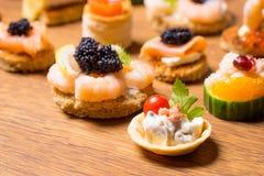 Восхитительный выбор роскошной закуски стоковое изображение rf