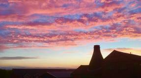 Восход солнца внутри гладит рукой стоковые изображения
