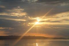 Восход солнца в Баку солнце горизонт валуна Стоковое Изображение