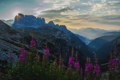 Восход солнца в горах доломитов, Италия Стоковое фото RF