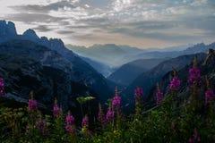 Восход солнца в горах доломитов, Италия Стоковая Фотография RF