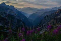 Восход солнца в горах доломитов, Италия Стоковые Фотографии RF