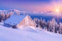 Восход солнца в горе зимы Стоковое Изображение