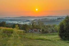 Восход солнца в деревне стоковые изображения