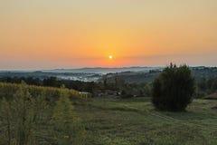 Восход солнца в деревне стоковое изображение rf