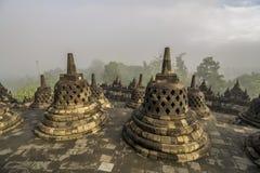 Восход солнца в известном виске Borobudur в Индонезии Стоковые Фотографии RF
