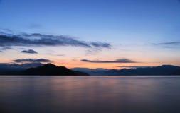 Восход солнца в озере lugu стоковые фотографии rf