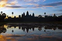 Восход солнца в Angkor Wat, Камбодже стоковые фотографии rf