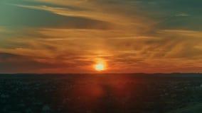 Восход солнца в timelapse города 4K видеоматериал