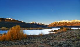 Восход солнца горы Колорадо на двойных озерах Стоковые Фото