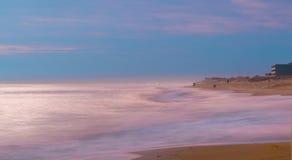 Восход солнца зимы внутри на волнах стоковые фото