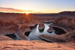 Восход солнца каньона отражения, озеро Пауэлл, Юта Стоковая Фотография