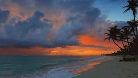 Восход солнца моря и экзотический пляж острова рая Punta Cana, Доминиканская Республика видеоматериал