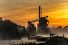 Sunrise heats up the canal water into the mist Стоковое фото RF