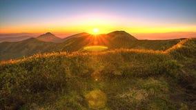 Восход солнца над горами сток-видео
