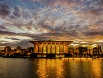 Восход солнца над мечетью Mizan Zainal Abidin султана, Путраджайя стоковая фотография