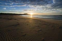 Восход солнца над пляжем Petreborough Стоковые Изображения RF