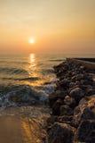 Восход солнца над побережьем моря и камня Стоковая Фотография RF