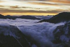 Восход солнца над пропуском Snoqualmie стоковые фотографии rf