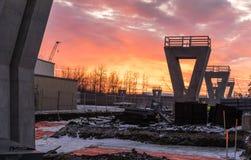Восход солнца над строительной площадкой стоковое изображение
