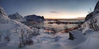 Восход солнца над Reine в Lofoten, Норвегии стоковое изображение