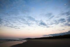 Восход солнца, национальный парк пляжа 7 миль между Kiama и Nowra Стоковая Фотография