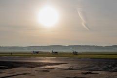 Восход солнца на авиапорте стоковое изображение