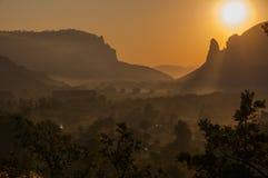Восход солнца на горах, восход солнца, красочный восход солнца, солнце на Стоковое Изображение RF