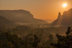 Восход солнца на горах, восход солнца, красочный восход солнца, солнце на Стоковые Фотографии RF
