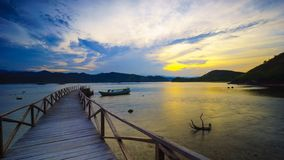 Восход солнца на курорте залива Mandeh в западном Sumatera стоковая фотография