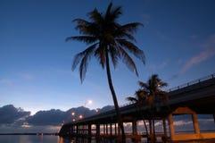 Восход солнца на мощёной дорожке стоковое фото