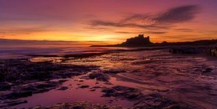 Восход солнца на пляже Bamburgh Стоковые Изображения RF