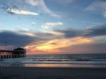 Восход солнца на пристани пляжа какао Стоковые Изображения