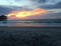 Восход солнца на пристани пляжа какао Стоковое Изображение